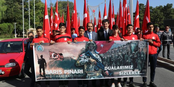 Öğrencilerden, Barış Pınarı Harekatı'na destek yürüyüşü