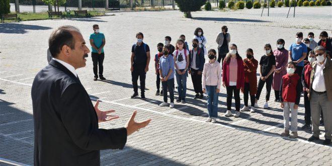 Gün, Erzincan Ortaokulunu ziyaret etti